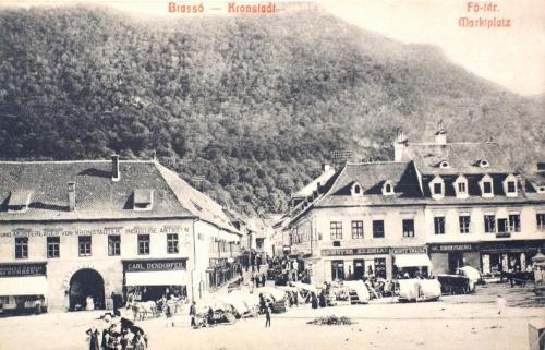 Brassó:piac tér. a czenk heggyel.1908