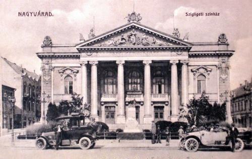 Nagyvárad:Szigligeti szinház régi automobilokkal.1915