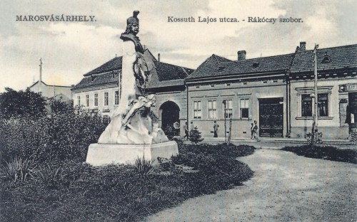 II Rákóczi Ferencz szobra,1907-ben adták át,készitője Szász Károly.1911