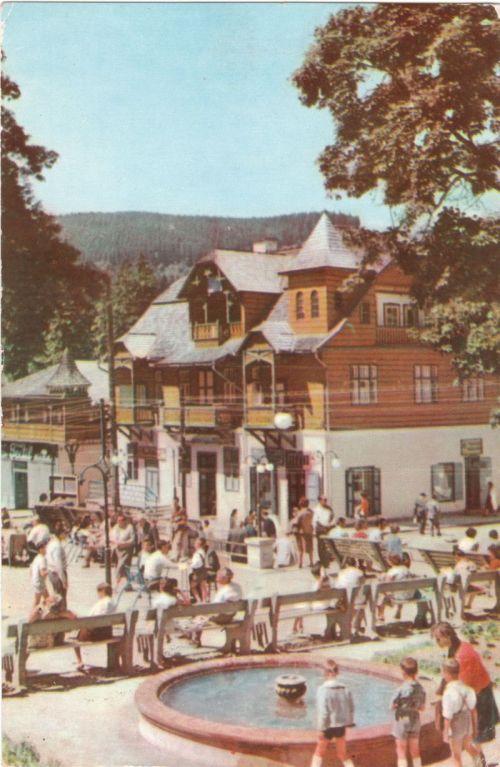 Borszék:első szines képeslap,szökőkút a fő utcán.1963