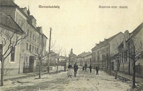 Marosvásárhely:Klastrom utca(balra a kat.internátus)1908