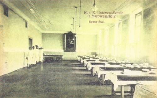 Katonai Alreáliskola ebédlője,szemben Ferenc József festménye.1912