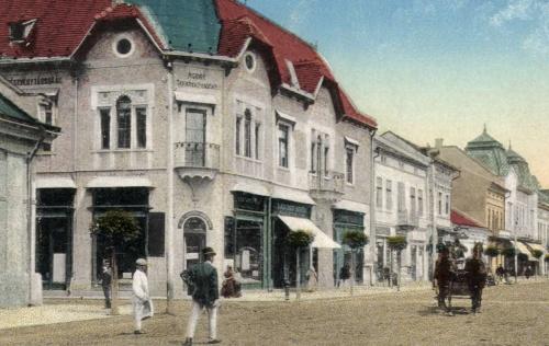 Agrár Bank (Takarékpénztár R.T), Széchenyi tér és a Baross Gábor utca sarkán,1916-ban.