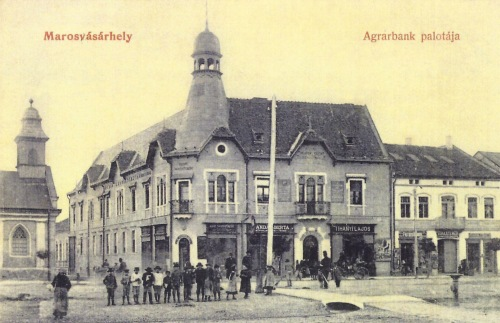 Marosvásárhely:Agrár bank,balra az evangélikus templom.1907