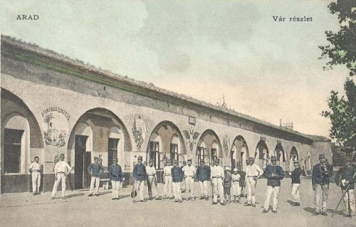 Arad,vár udvara,honvédekkel .1905