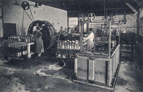 Borszék:borvizgyár üvegmosó terme.1928