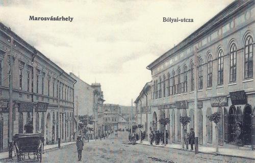 Bolyai utca:jobbra Váradi Samu férfi szabó üzlete és König Károly fodrászata.1905