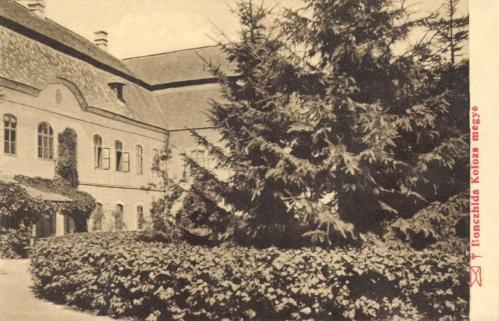Boncida:Bánffy kastély udvara,1911.