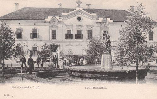 Borszék:Mélik szálló és étterem a Deák téri szökőkúttal.1905