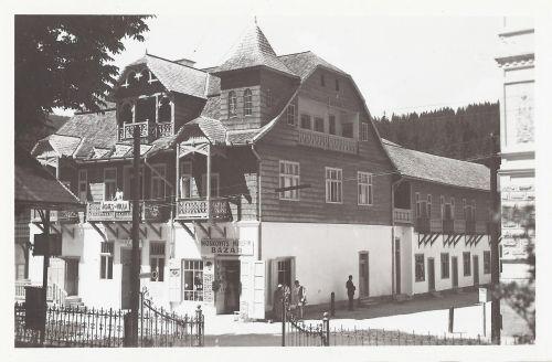 Borszék:Ágnes villa, Kolbert József fodrász ózlete és Moskovits bazár a sarkon.1943