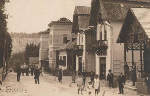 Borszék:Főút,jobbra a Heiter villa,1925 körül.