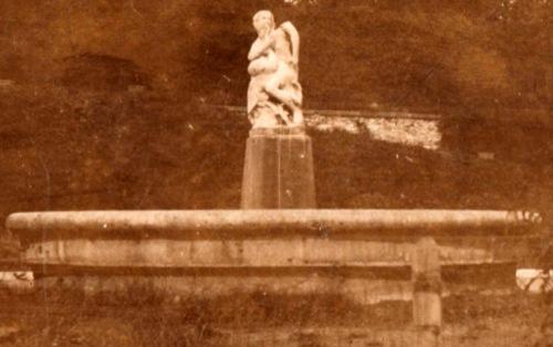 Léda és hattyú a parkban a főkút közelében,1910 k.