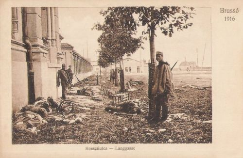 Brassó:Hosszú utca harcok után az elesett román katonákkal.1916