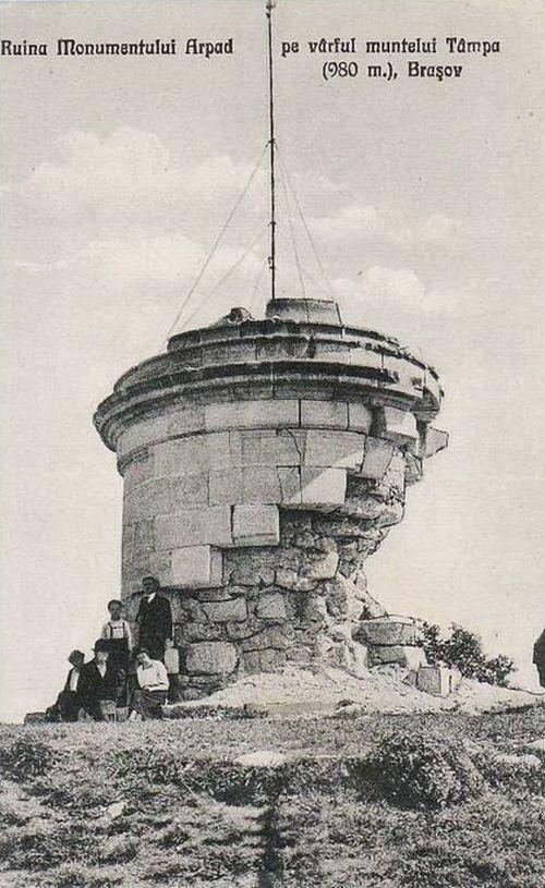 Brassó:a felrobbantott Árpád emlékmű romjai.1928