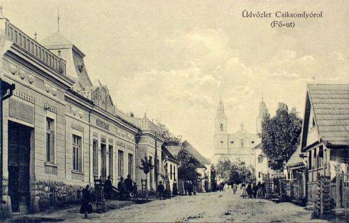Csiksomlyó:Fő utca a templommal,balra a Községháza.1910