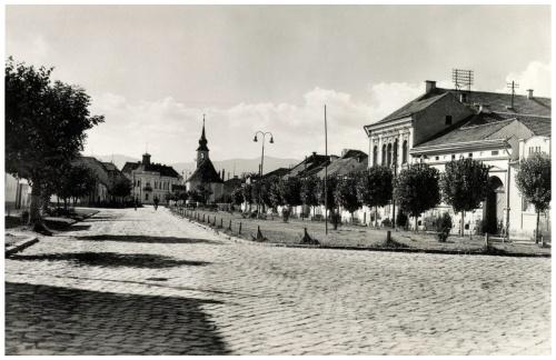 Kossuth utca,M.Kir.Posta és katolikus templom,1943.