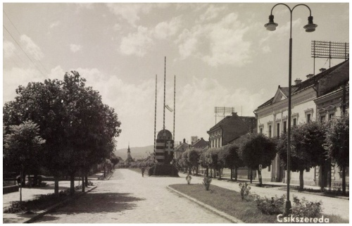 Csikszereda:országzászló a Kossuth utcában,1942.