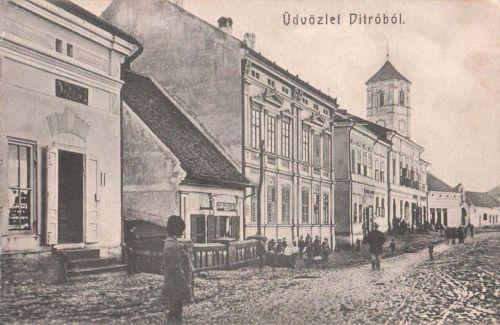 Gyergyóditró:főtér és a régi katolikus templom.1912