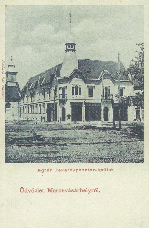 Balra az evangélikus templom,jobbra az Agrár Takarékpénztár,1902