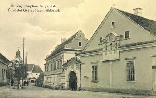 Gyergyószentmiklós:örmény templom és papilak,1913.