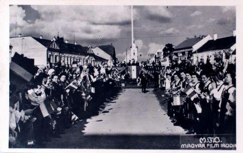 Gyergyószentmiklós:magyar honvédek fogadása.1940