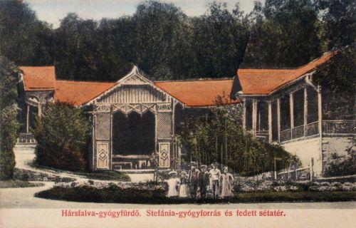 Hársfalva-gyógyfürdő:Stefánia gyógyforrás és fedett sétány.1907