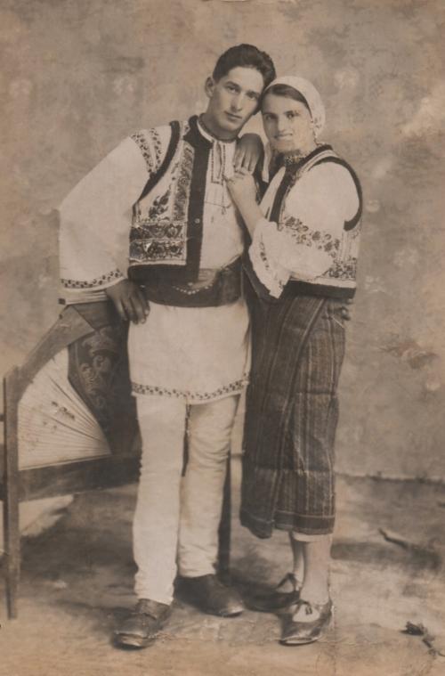 Borszék:gyergyóhollói népviselet(fényképezte Heiter György),1942.