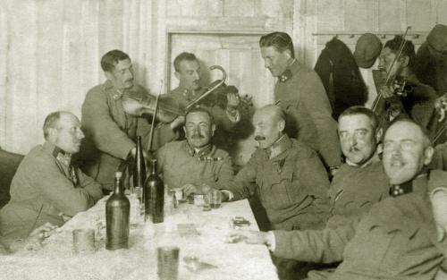 Hollósarka:egy vidám este a kocsmában,magyar tisztekkel,1917 szept.10-én.