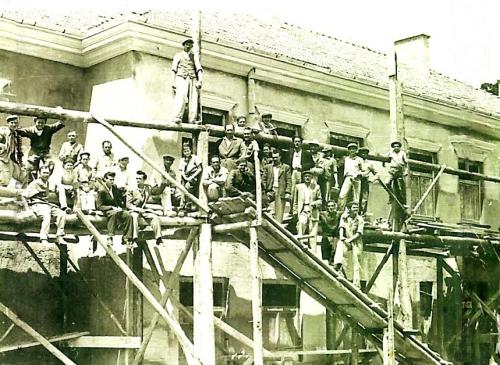 Borszék:az új iskola épitése.1957