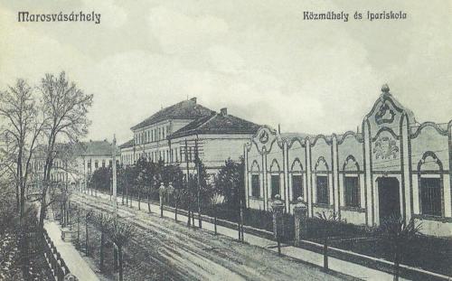 Sándor János utca(ma Dózsa György):Ipari iskola és szecessziós műhely,1914-ben.