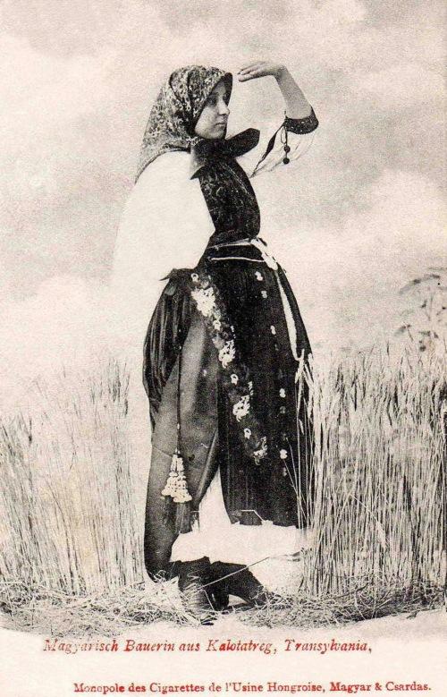 Kalotaszeg:magyar paraszt asszony.(kiadó:Monopole cigaretta gyár).1903