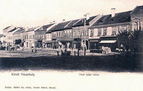 Kézdivásárhely:főtér a piaccal és az üzletekkel.1903