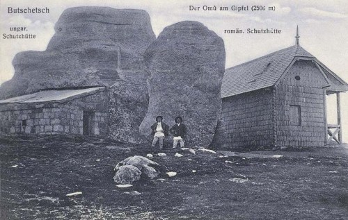 Bucsecs (Butschetsch):Omu hegycsúcs a magyar és román menedékházzal.1911