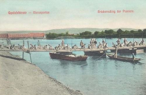 Gyulafehérvár:hidépitő pionir katonák a Maros folyón.1908