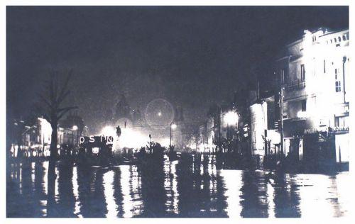 Marosvásárhely:éjjeli kivilágitásban,jobbra gógyszertár.1938