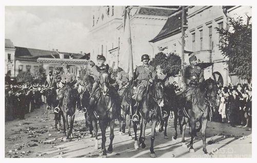 Marosvásárhely:diszkapu a katolikus templom előtt.1940