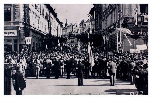 Marosvásárhely:ünnepség a Bolyai utcánál.1940