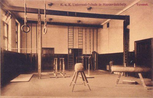 Marosvásárhely,Katonai Alreáliskola, tornaterem. 1912