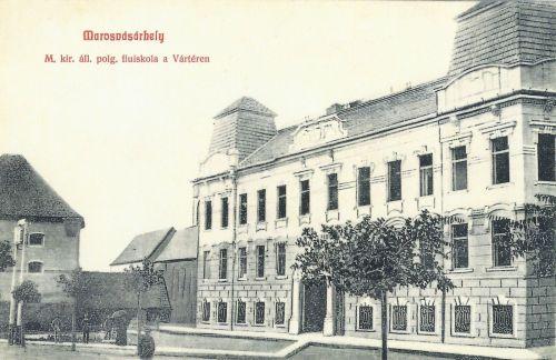 Marosvásárhely:Magyar Királyi Állami Polgári Fiúiskola,jobbra Apafi Mihály utca.1908