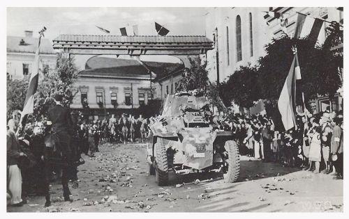 Marosvásárhely:magyar tank a diszkapu előtt.1940