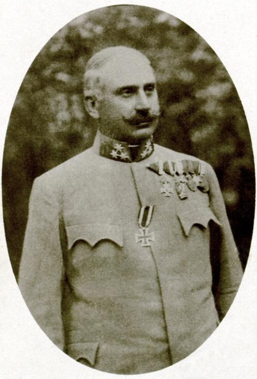 Mestitz János honvéd ezredes a besztercebányai 16-ik gyalogezred parancsnoka,1914