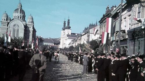 Ünnepség 1940 szeptember 15-én.(háttérben a díszkapu).