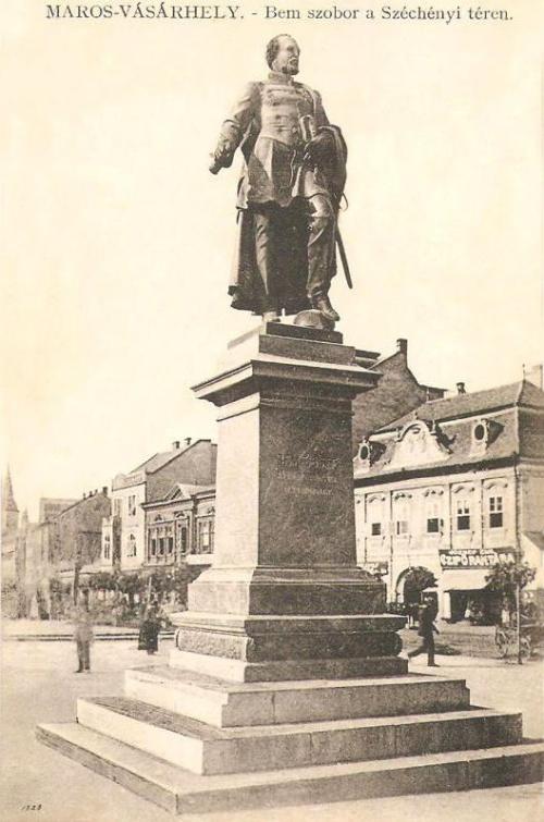 Marosvásárhely:Bem szobor,jobbra József Emil cipőraktára a Toldalagi palotában.1911