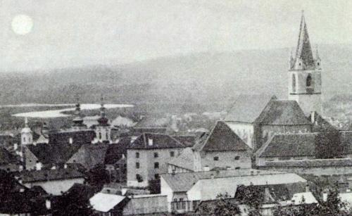 Barátok temploma,Katolikus plébánia,(háttérben a Maros) és református templom a várral,1899.
