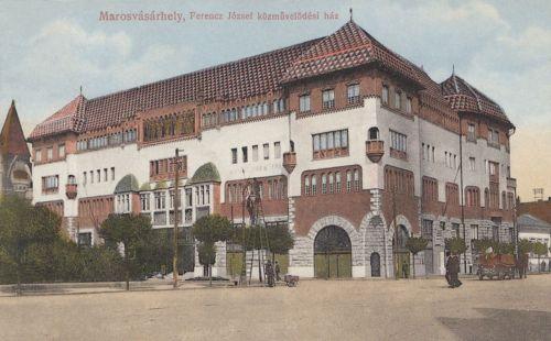 1913-ban elkészült Ferencz József Közművelődési ház( Kultúrpalota).1915