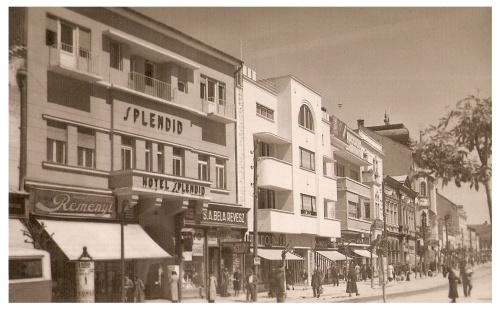 Marosvásárhely:Splendid Hotel,alul Révész Béla üzlete.1939