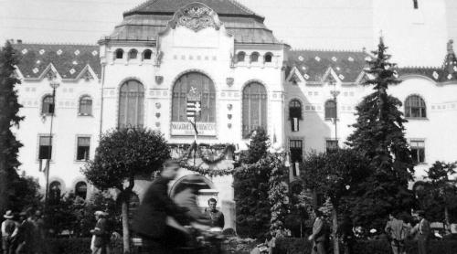 Vásárhely visszatért,városháza a magyar címerrel,1940 szeptember.