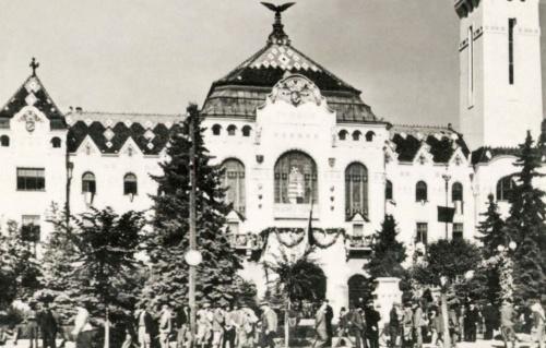 Városháza 1940 szeptemberében a magyar cimerrel.