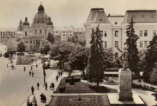 Marosvásárhely:jobbra a Stálin szobor.1951