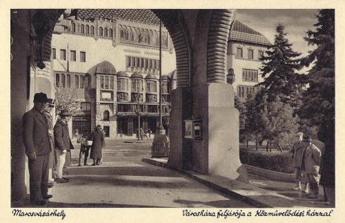 Marosvásárhely:Városháza előcsarnoka és a Kulturpalota.1943